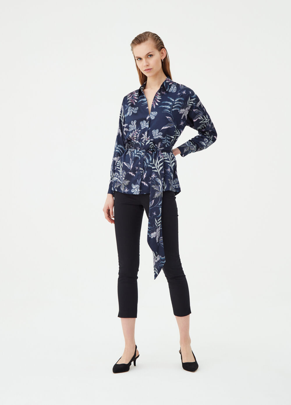 Satin blouse with floral print and belt