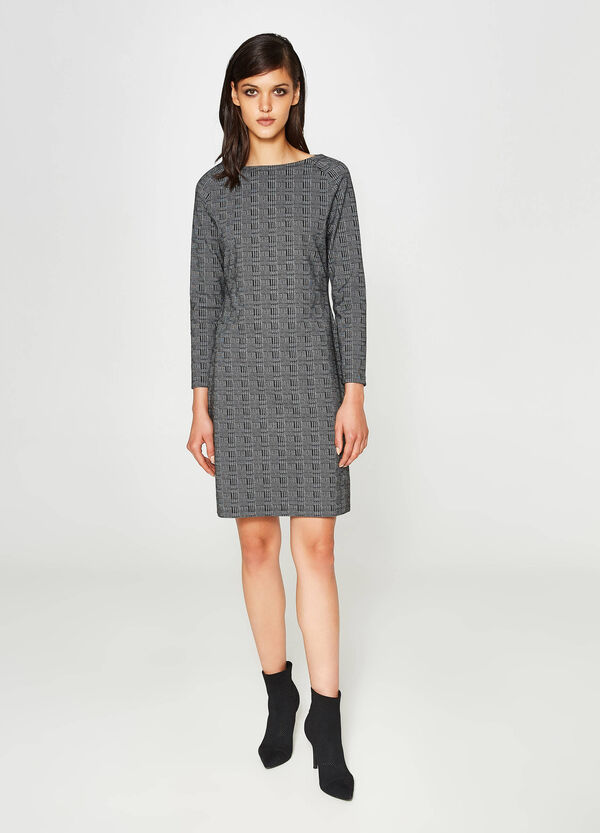 Stretch dress with hounds' tooth pattern