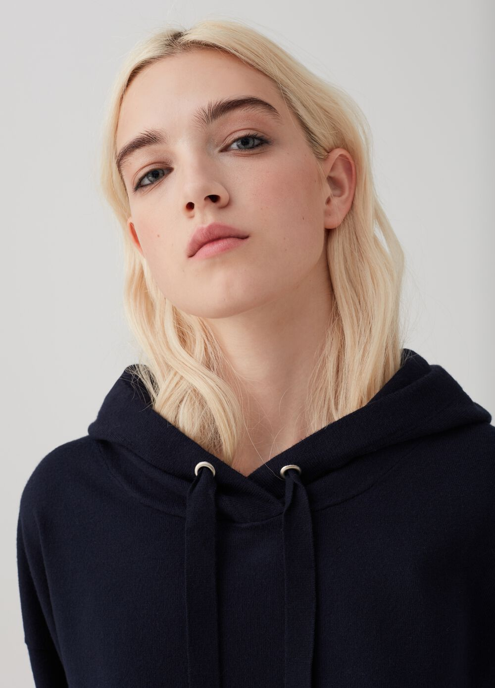 Knitted hoodie with ribbing
