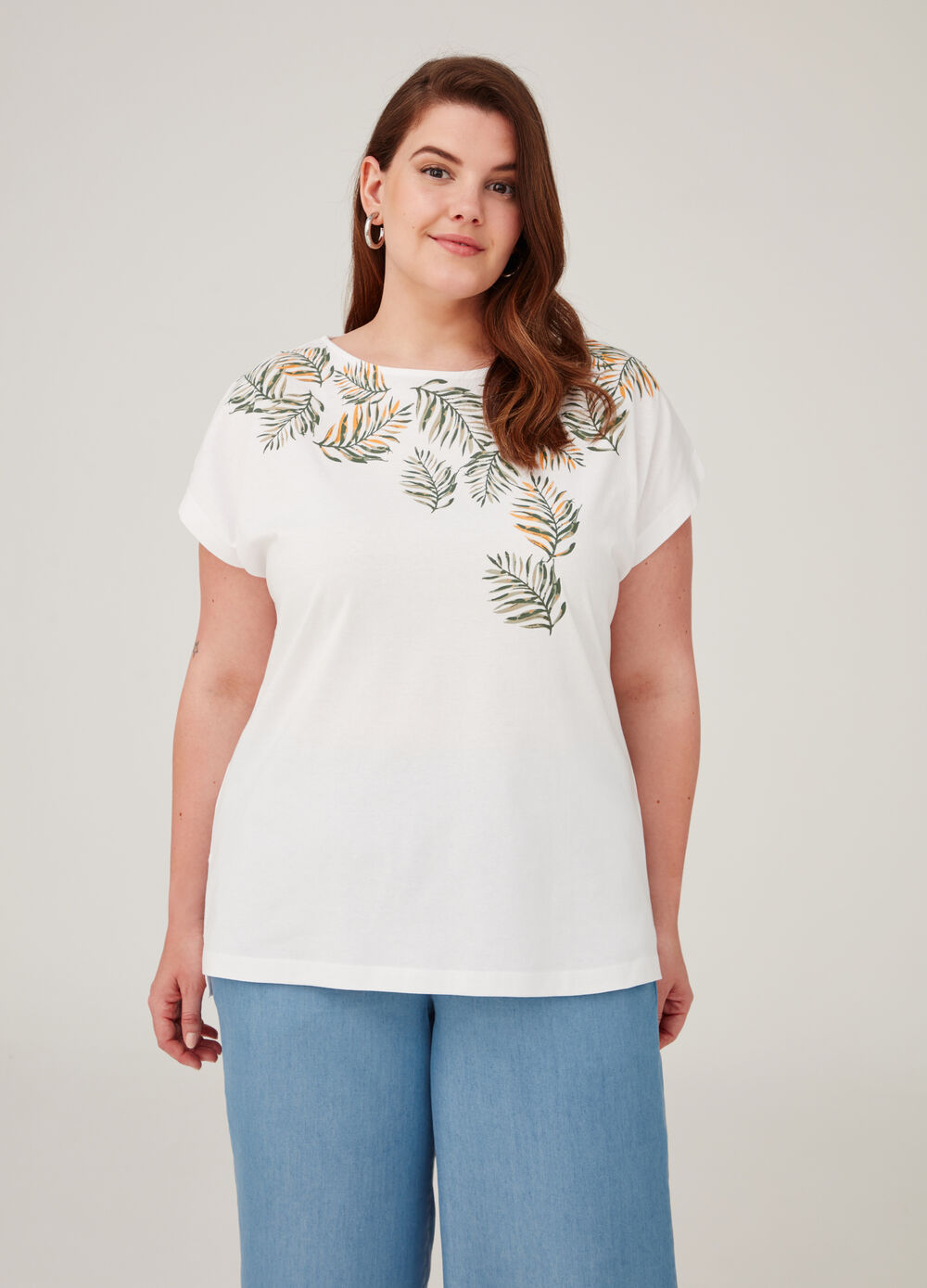 Curvy solid colour T-shirt with floral print