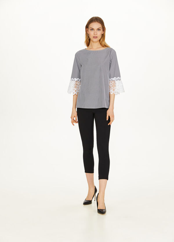 Blusa stretch ricami al bordo maniche