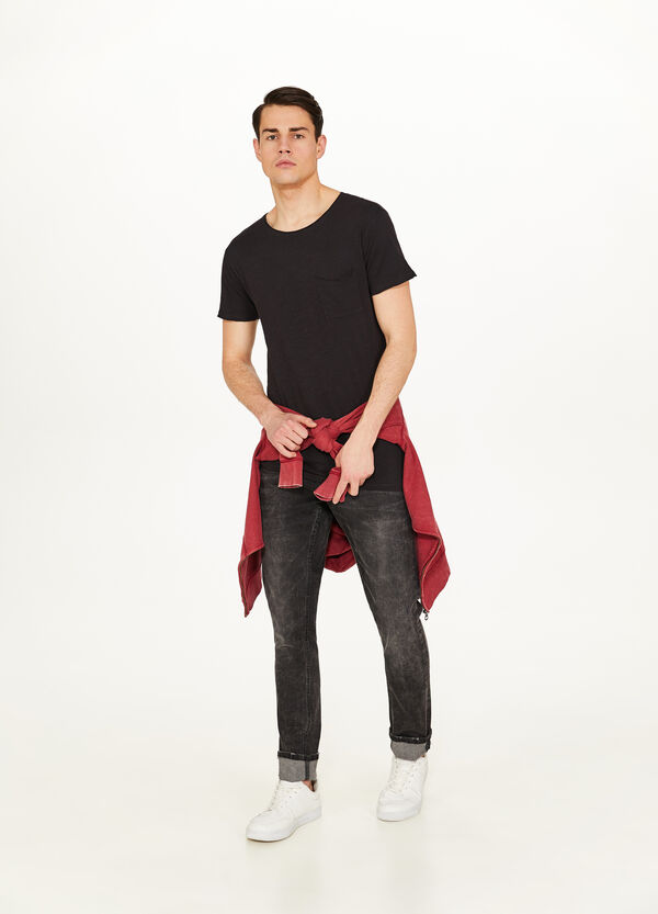 Solid colour cotton T-shirt with pocket