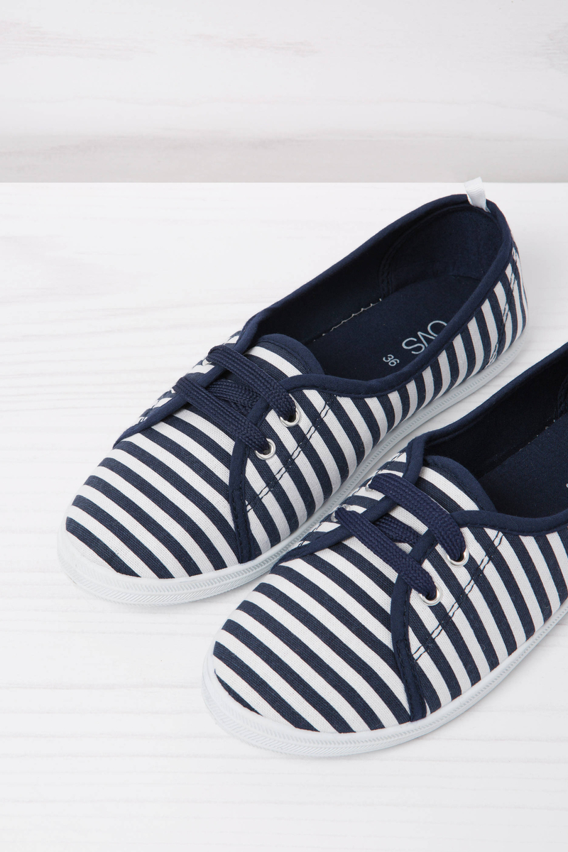 Low sneakers with striped pattern image number null
