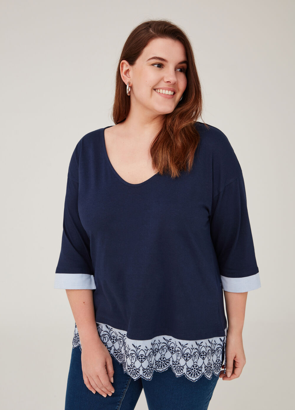 Curvy V-neck T-shirt with embroidery