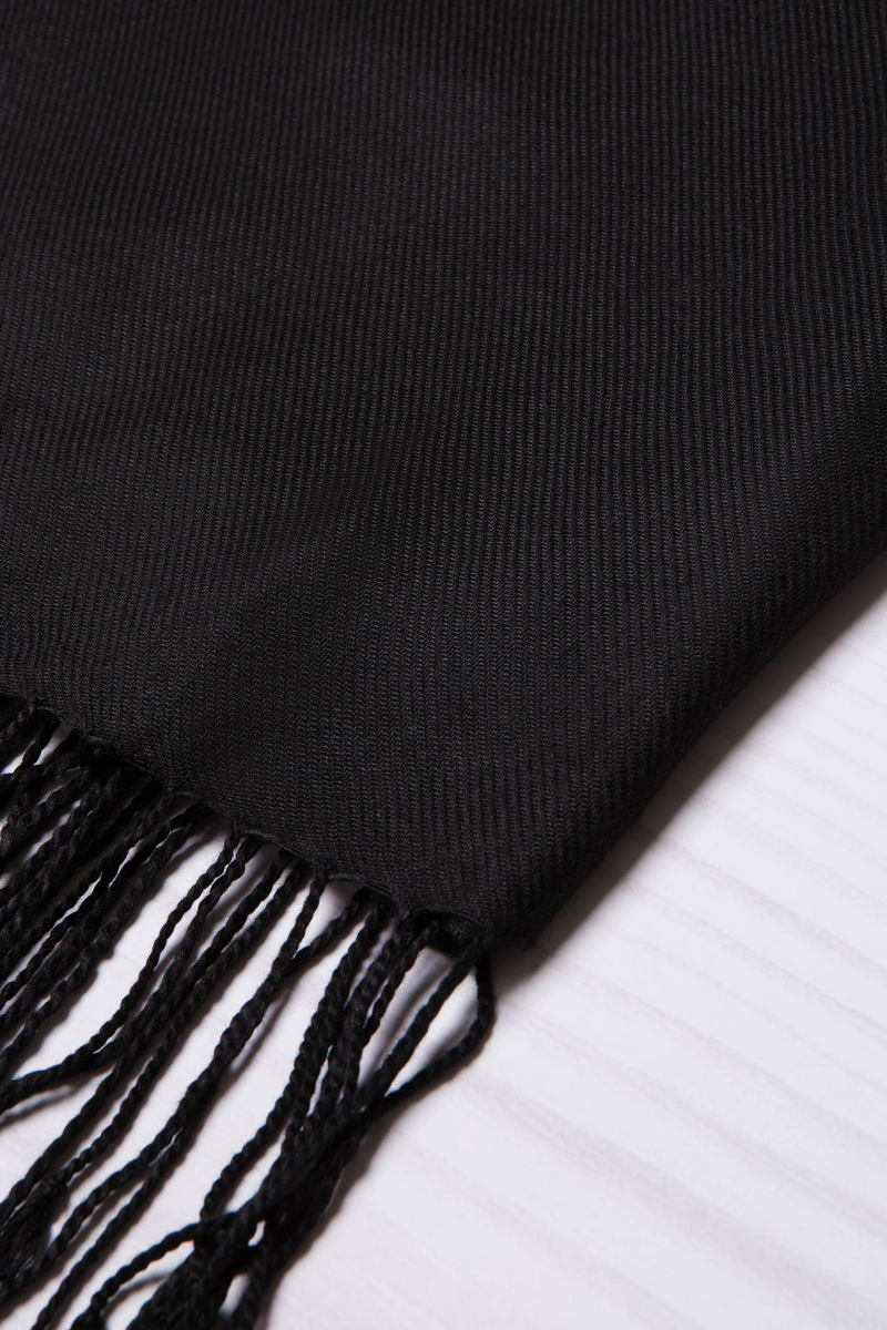 Solid colour 100% viscose pashmina. image number null