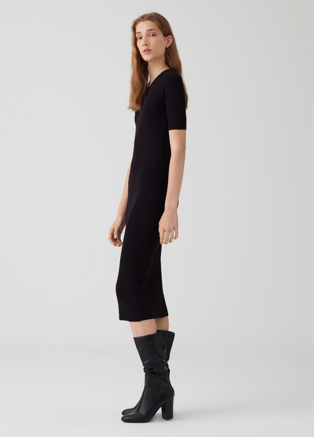 Ribbed dress with elbow-length sleeves