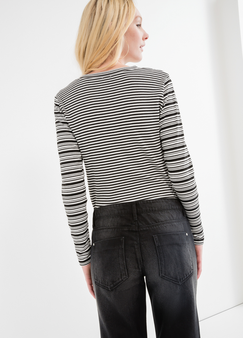 Long-sleeved striped T-shirt image number null