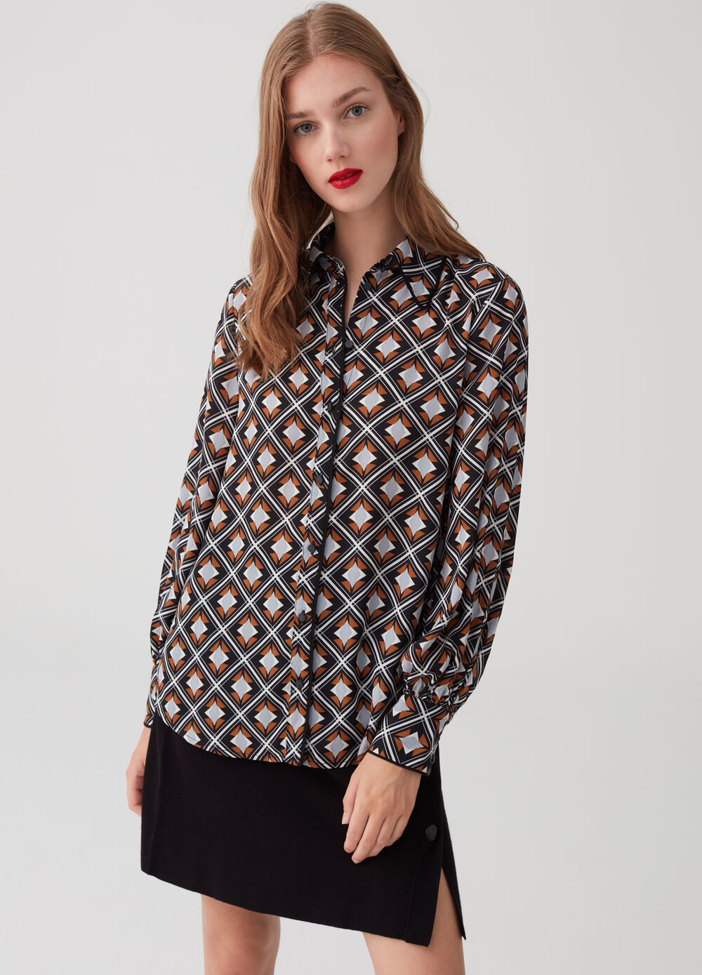 Blouse with contrast geometric trim