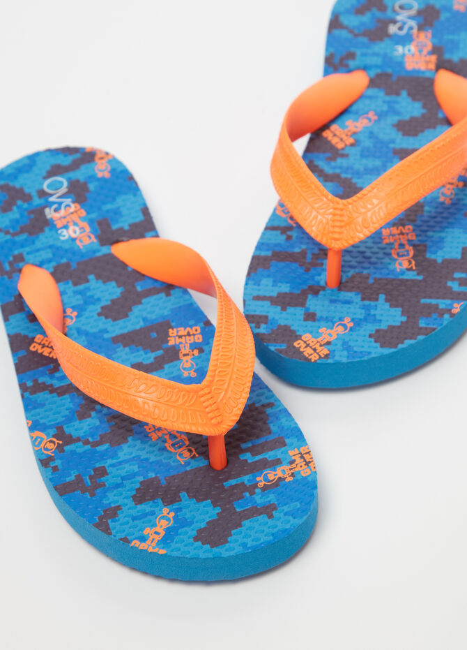 Thong sandals with video games pattern
