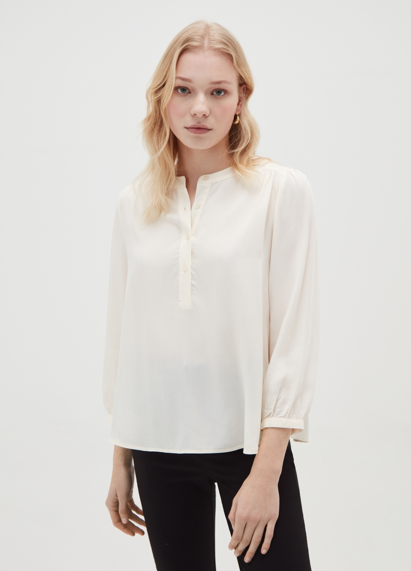 Blouse with puff sleeves and buttons image number null
