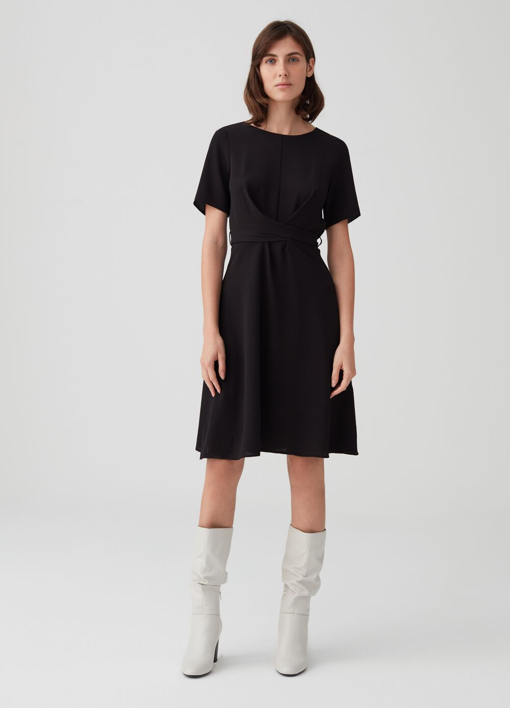 Short-sleeved dress with laces