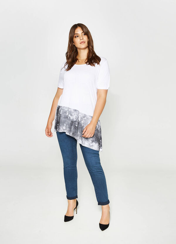 Curvy asymmetric T-shirt with print