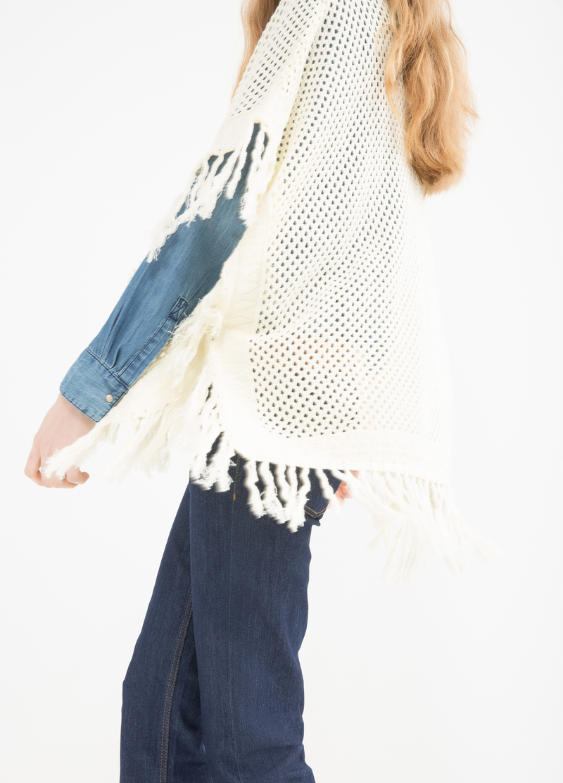 100% cotton cape with fringe image number null