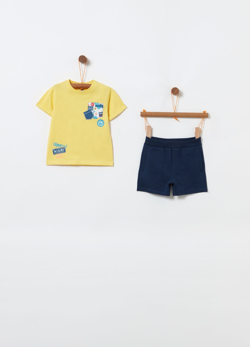T-shirt and shorts jogging set with print