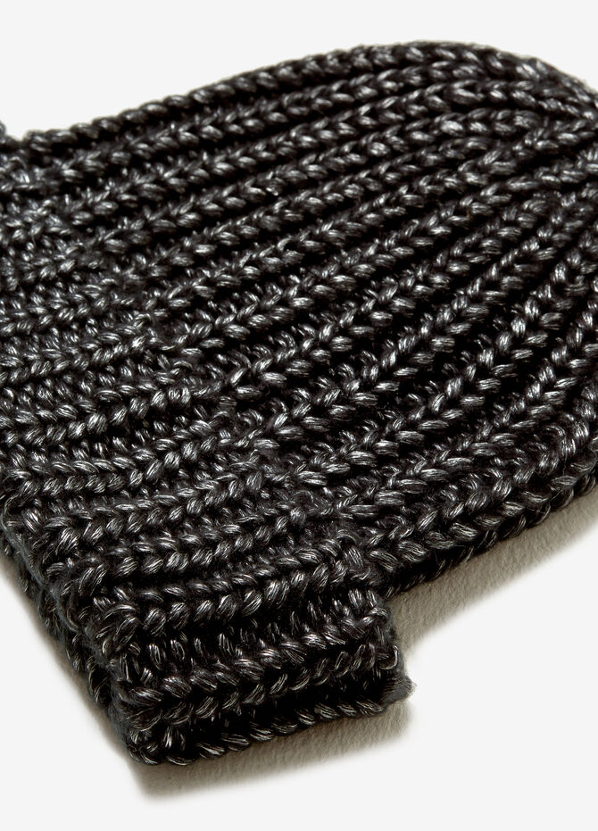 Knit hat with metallic effect
