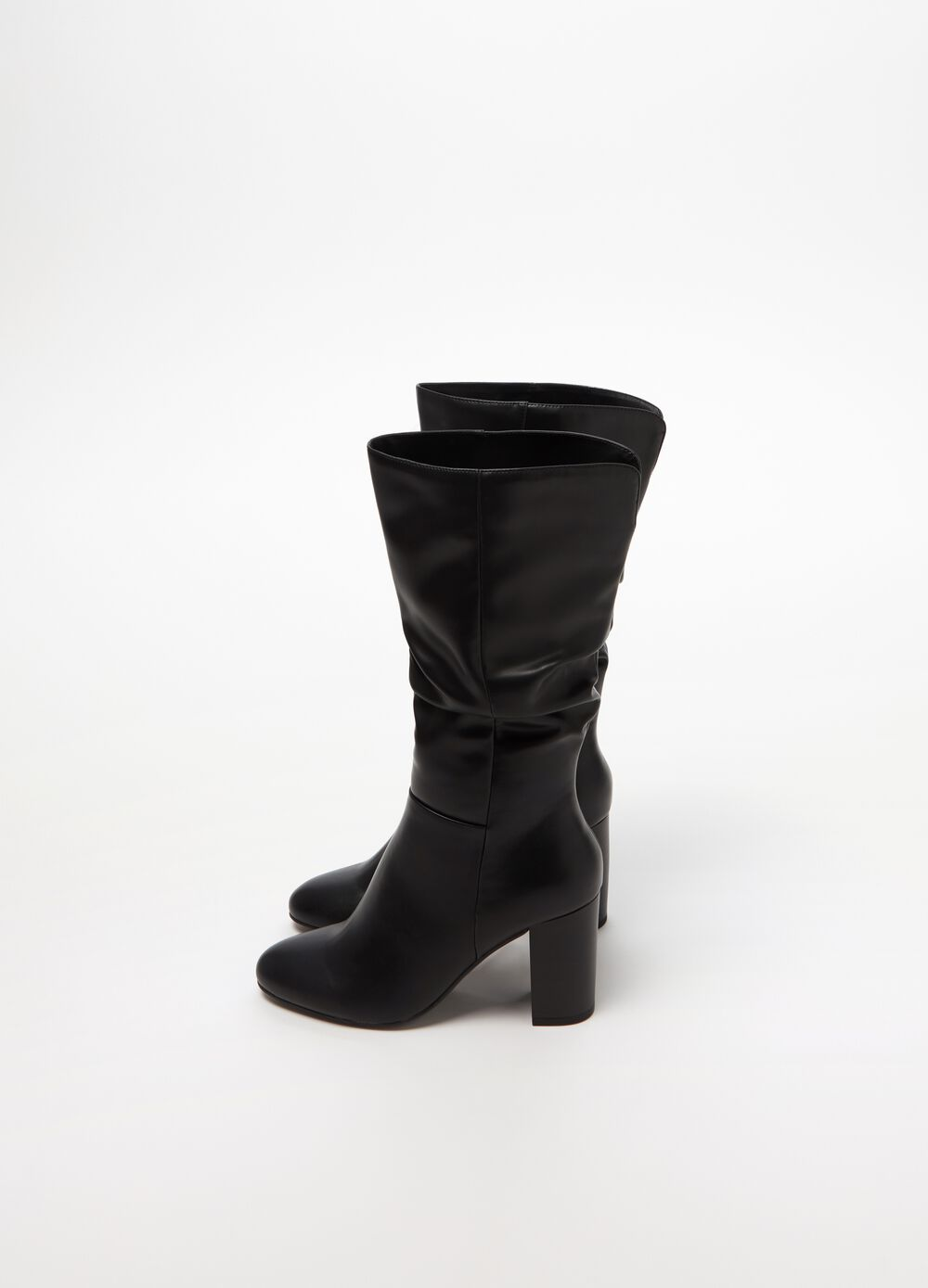 Solid colour boots with high heel