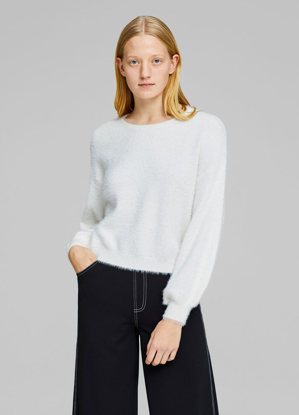 Pullover with puff sleeves