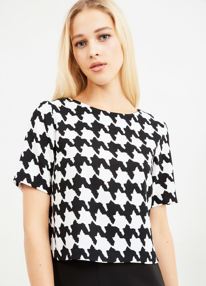 All-over herringbone print blouse.