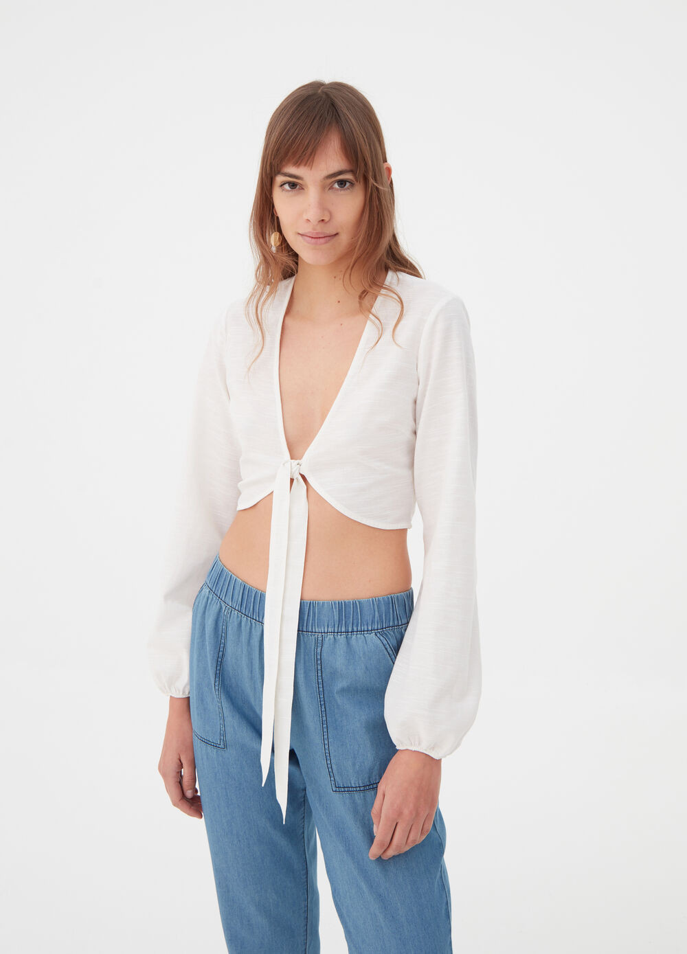 Cropped shirt with deep V neck