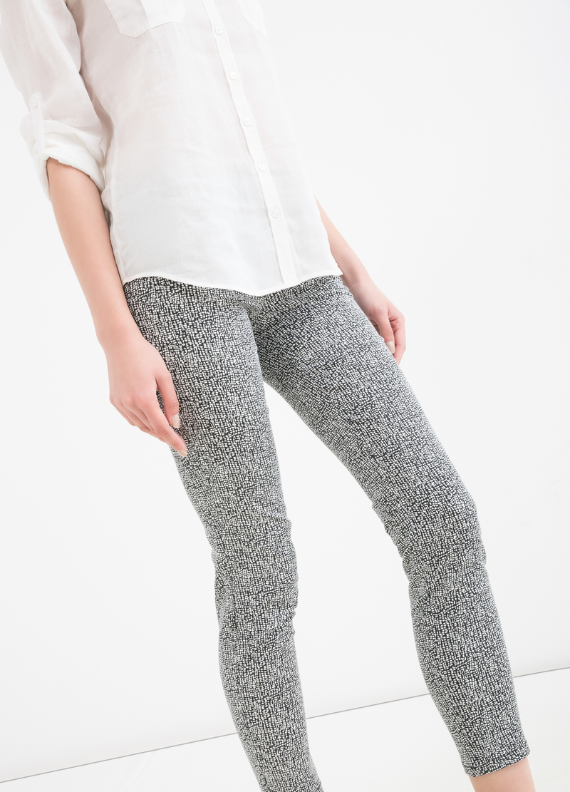 Stretch patterned Capri trousers image number null