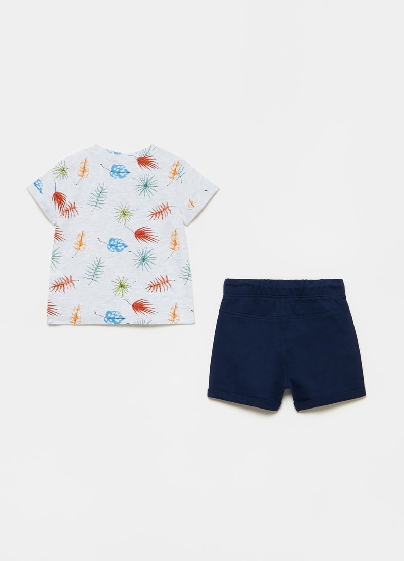 T-shirt and shorts jogging set image number null