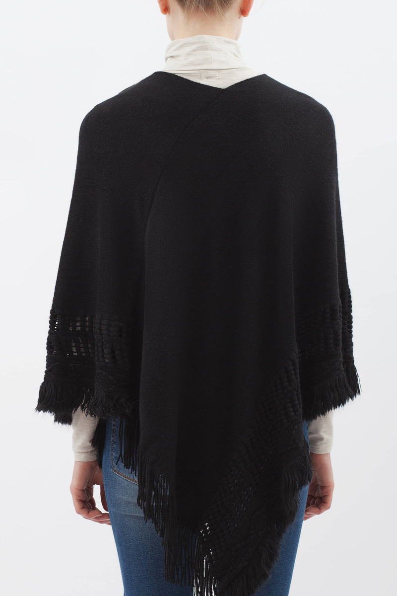Solid colour poncho with fringe image number null
