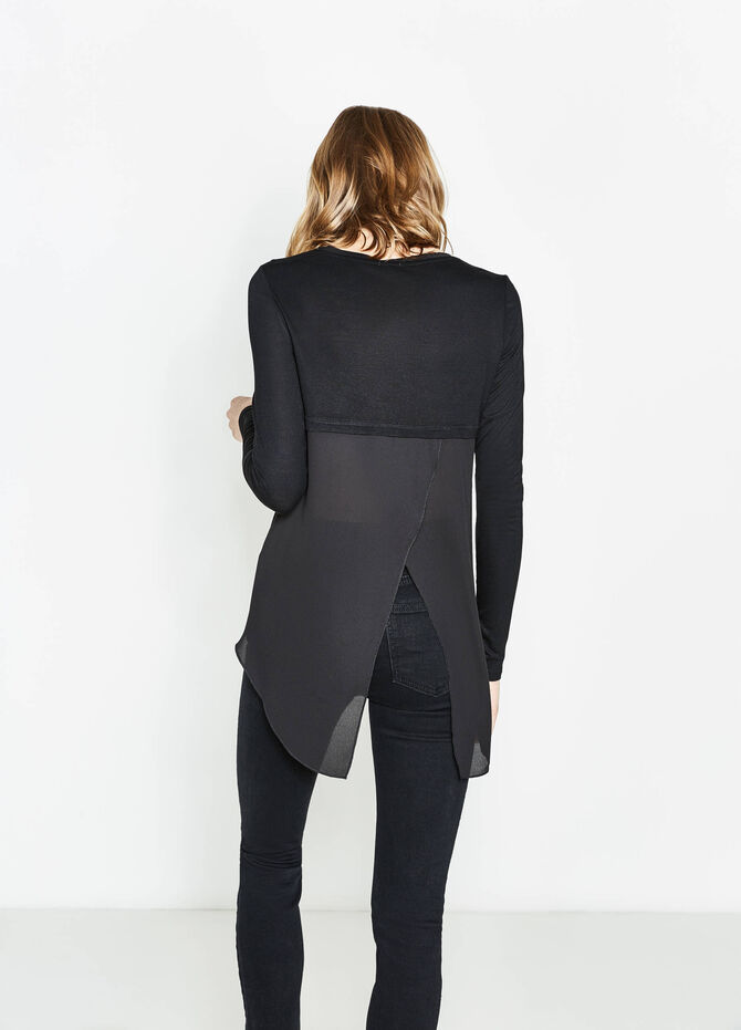 Long-sleeved T-shirt with split on back