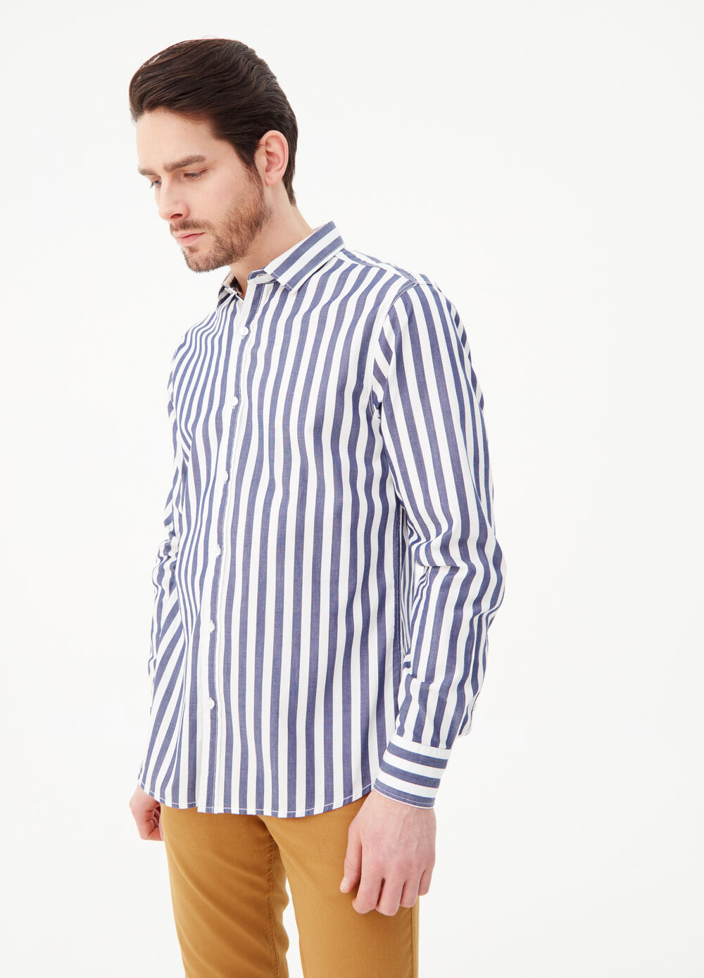 Camicia slim fit in twill stampata a righe