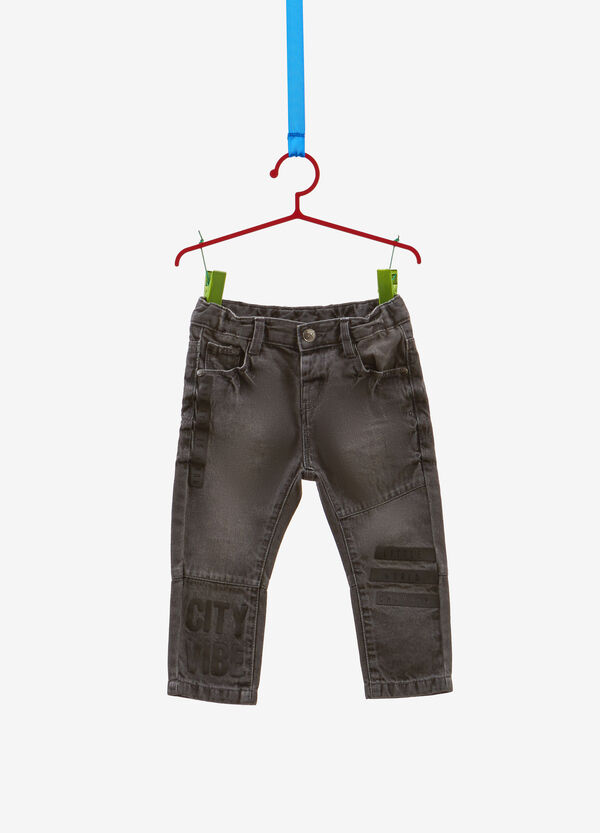 Jeans regular fit delavati con stampa