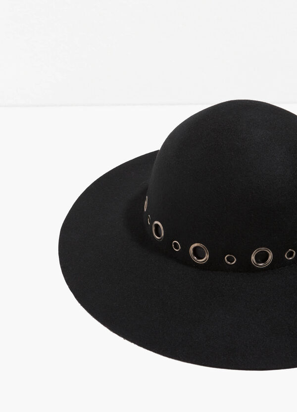 Wide-brimmed hat with eyelets