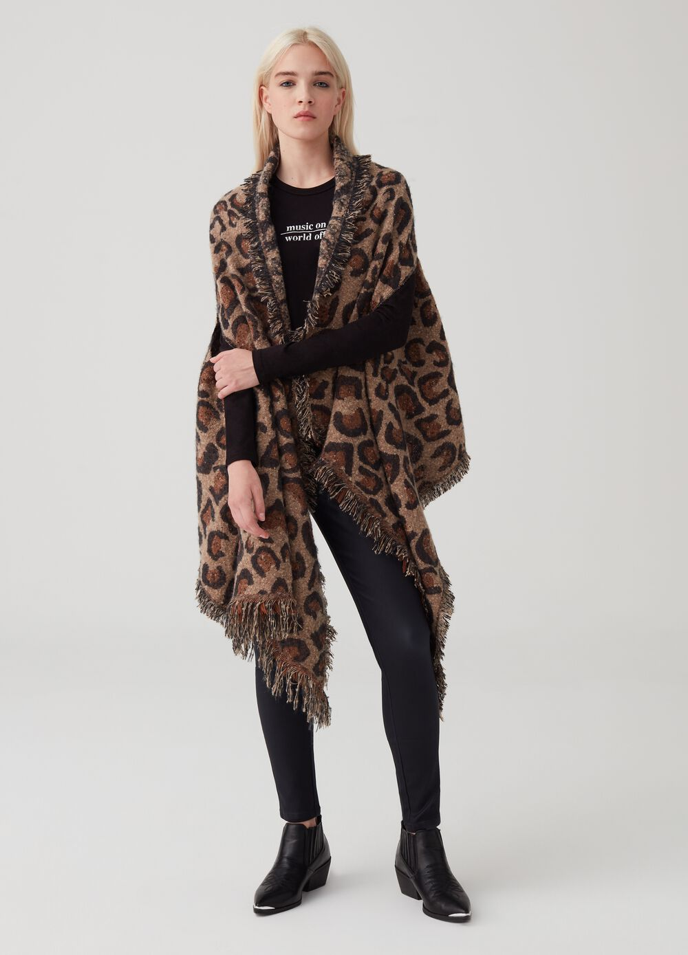 Maxi scarf with animal pattern