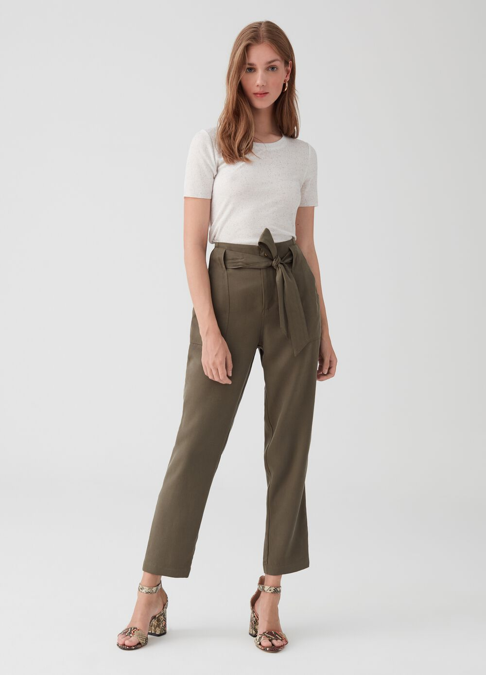 Trousers in 100% lyocell with belt