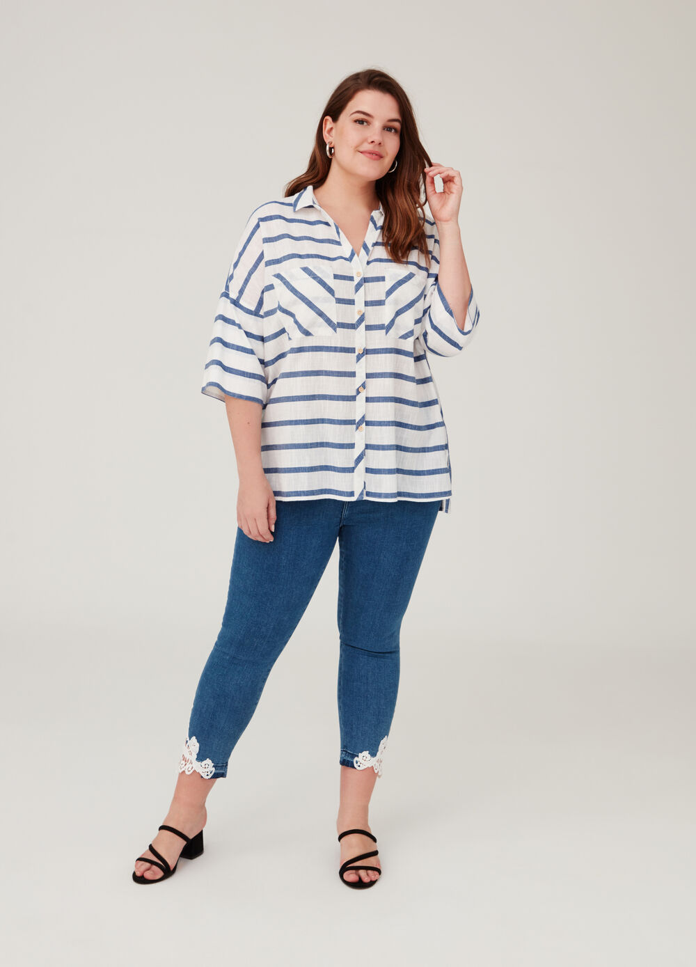 Curvy crop jeans with five pockets