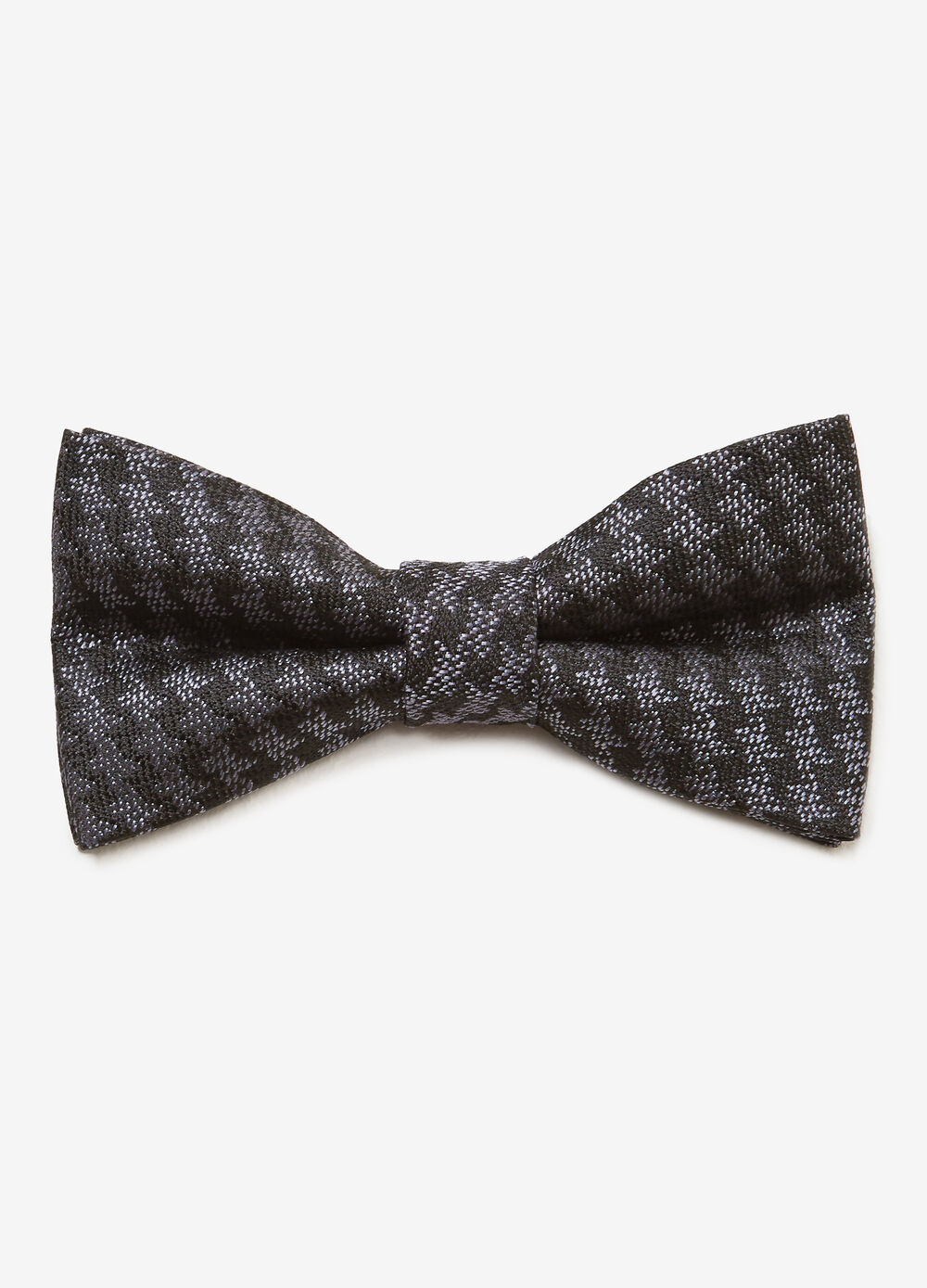Bow tie with hounds' tooth pattern
