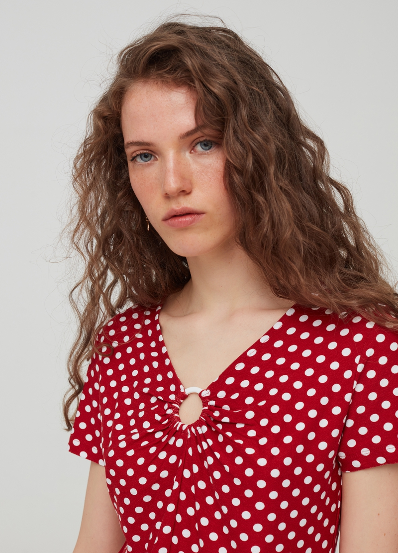 T-shirt with polka dot pattern and ring image number null