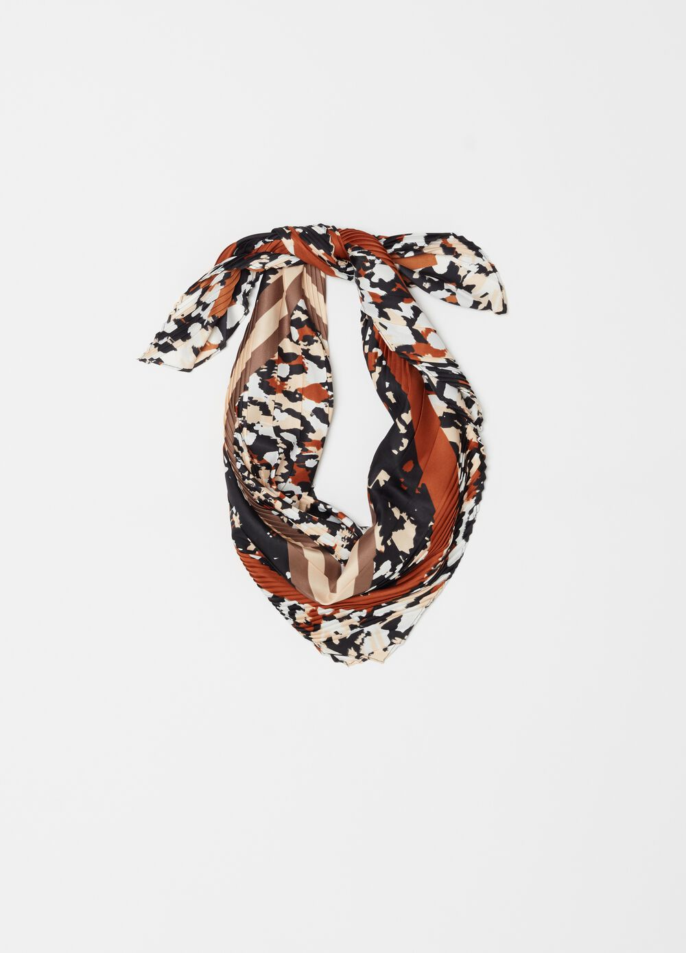 Pleated fabric foulard with pattern