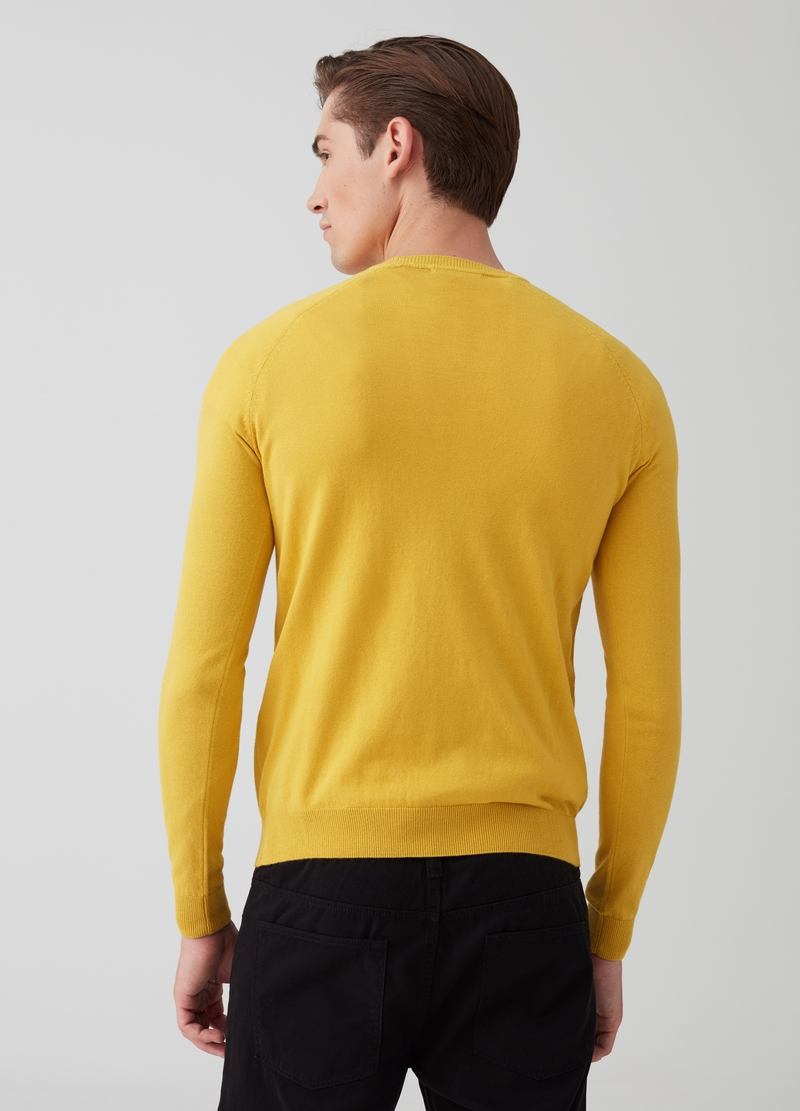 100% cotton pullover with neck detailing. image number null