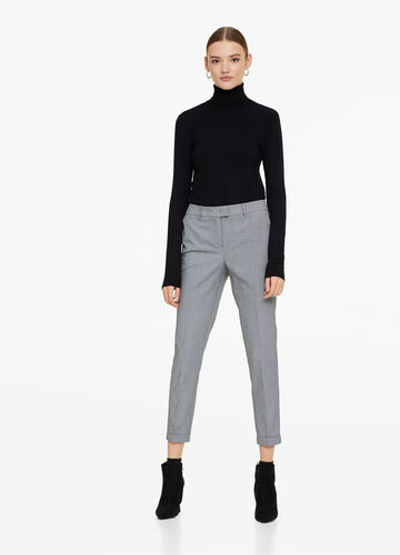 Elegant trousers with hounds' tooth pattern