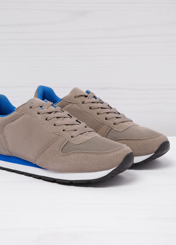 Low-top sneakers with contrasting sole. | OVS