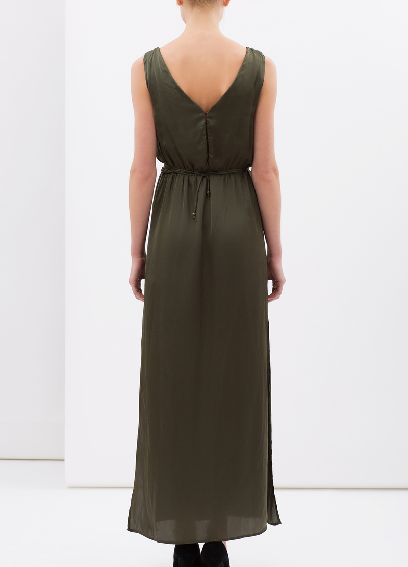 Sleeveless, pleated long dress image number null