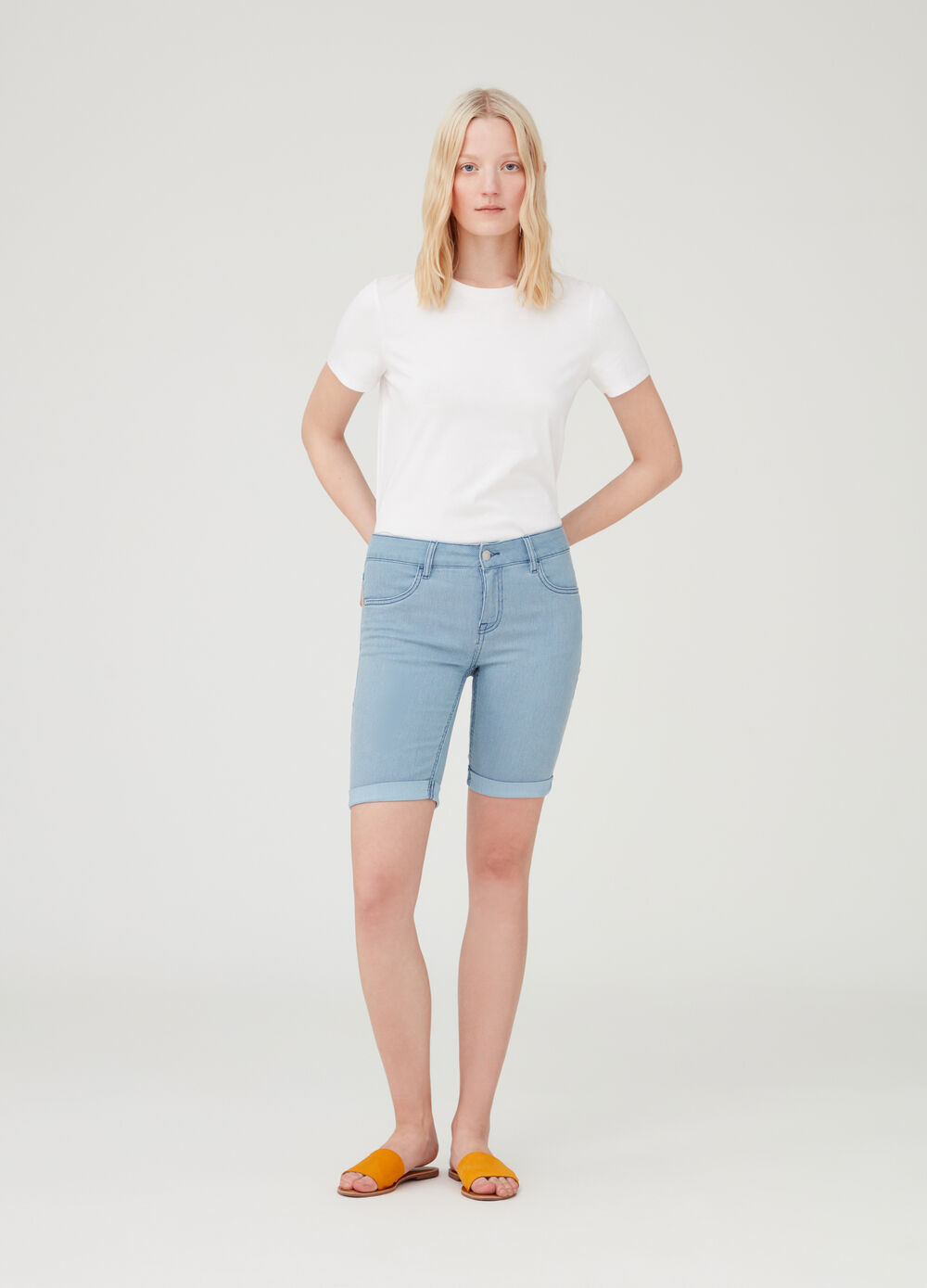 Denim Bermuda shorts with pockets and stripes