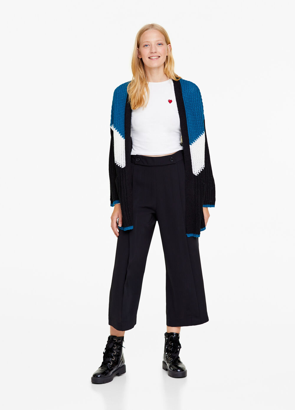 Fluid crop trousers with buttons