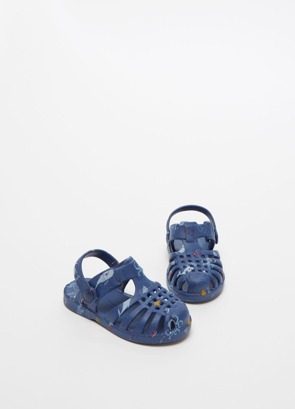 Strappy sandals with marine motif pattern