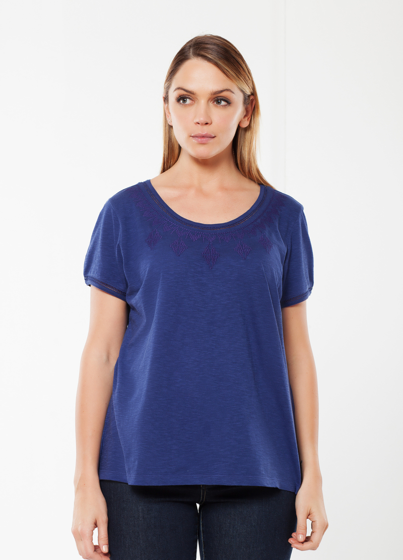 T-shirt Curvy con ricamo image number null