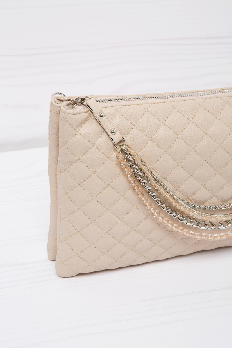 Solid colour quilted clutch. image number null