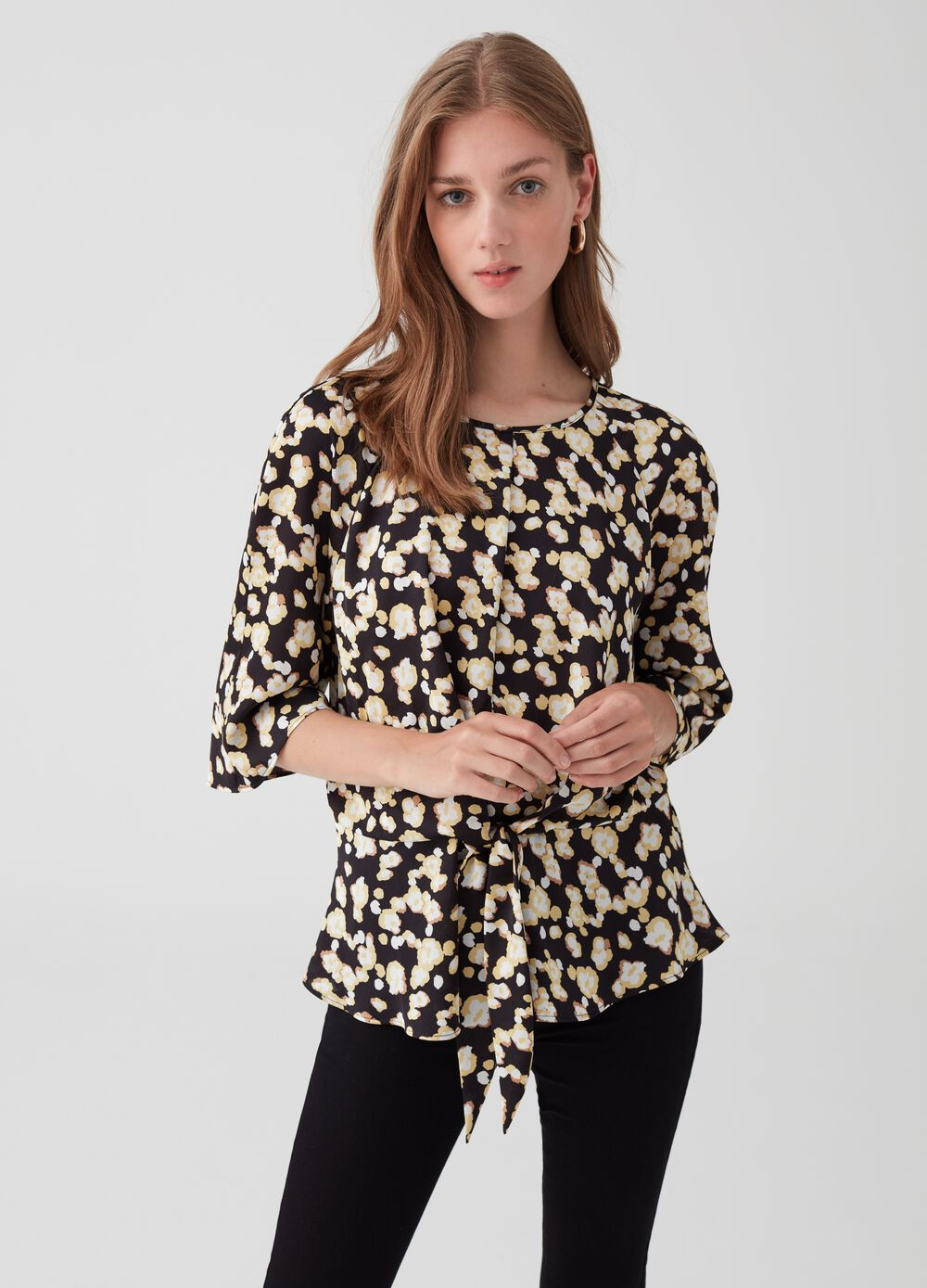 Wavy satin blouse with knot