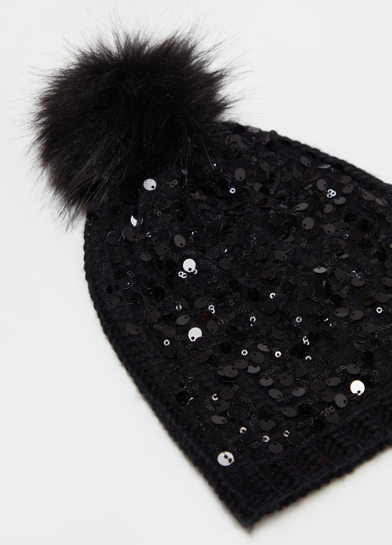 Hat with pompom and sequins image number null