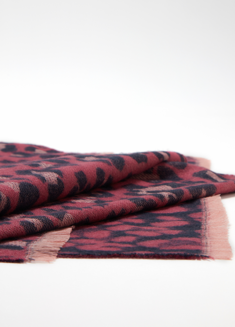 Maxi jacquard scarf with animal pattern image number null