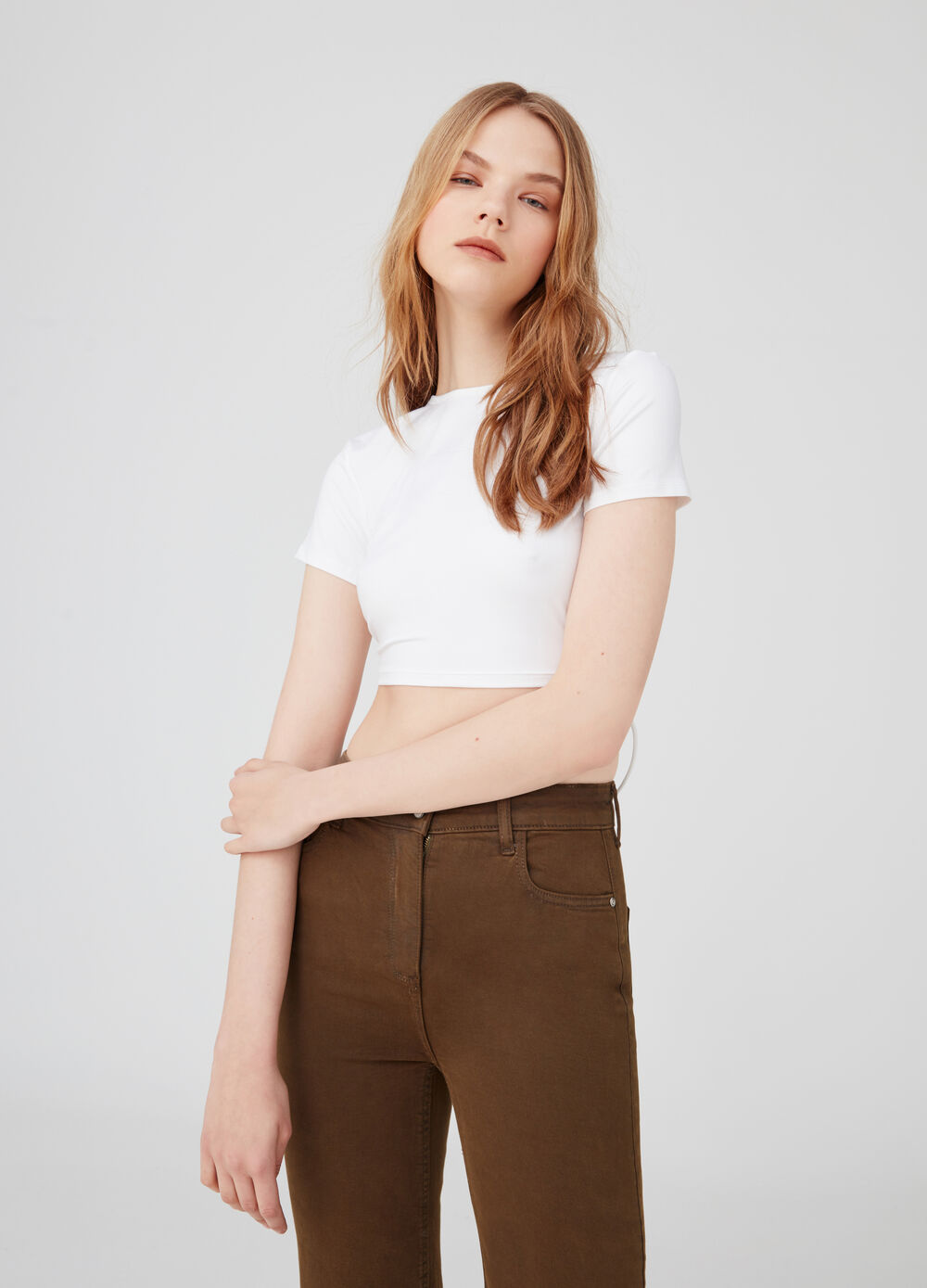 Open cropped T-shirt with fastened ties