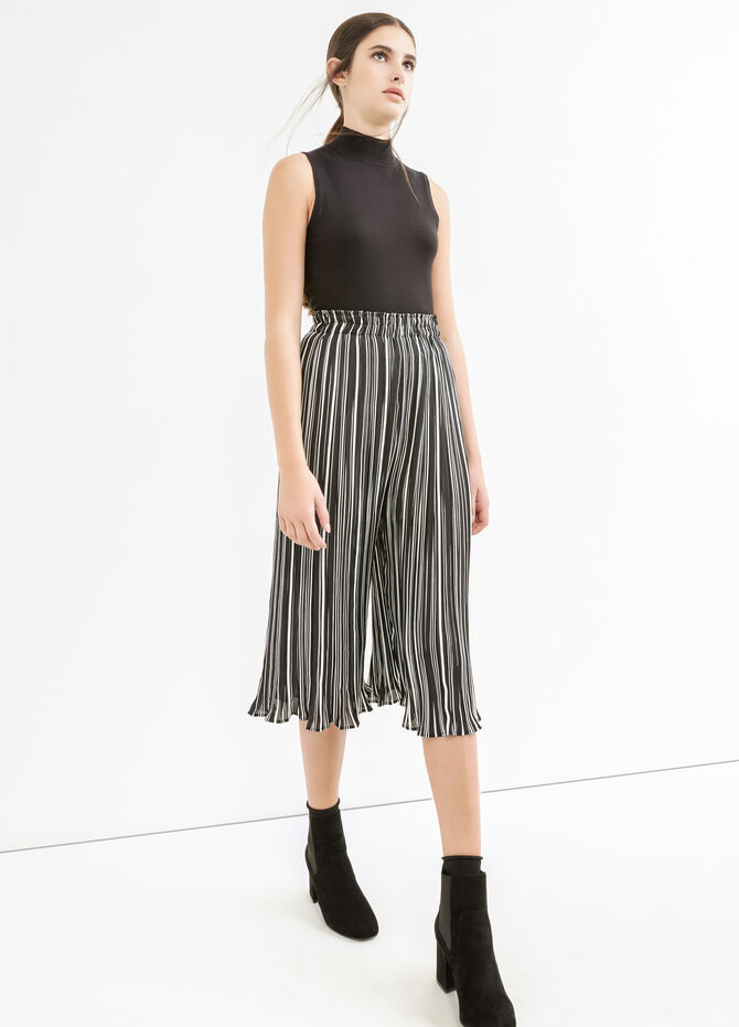 High-waisted crop trousers with stripes
